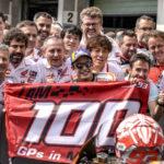 Ο Marc Marquez γιορτάζει το 100ο του MotoGP στο βάθρο του Brno.